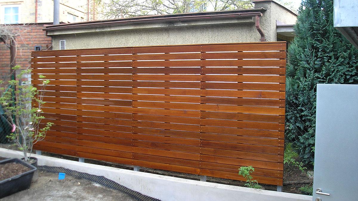 Dřevěná zástěna na terasu